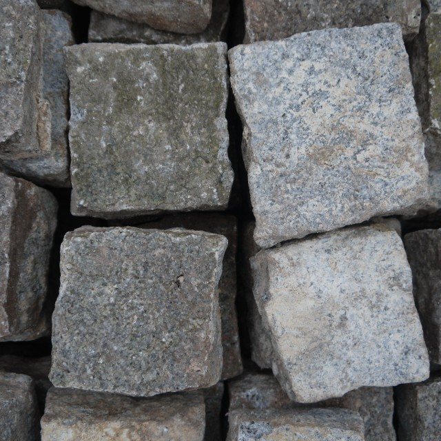 Granite Sets Stone