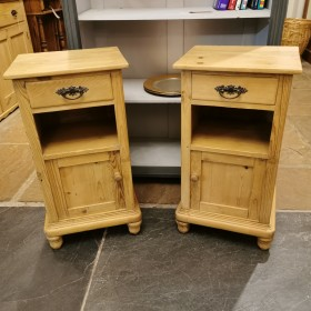 Pair of Bedside Cabinets Bedroom Furniture