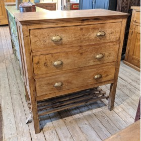 Colonial Style Chest of Drawers Bedroom Furniture
