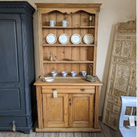 Rustic Dresser Sideboards and Dressers