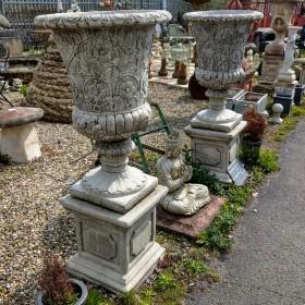 Blenheim Vase & Knightsbridge Plinth Urns & Pots
