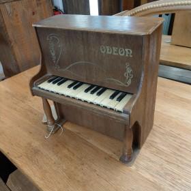Toy Piano Oddities